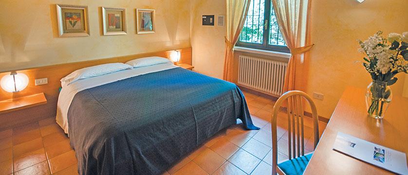 Hotel Villa Maria, Desenzano, Lake Garda, Italy - Double bedroom.jpg